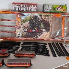 Trenes Escala: TREN PEQUETREN VIAJEROS ESTACIÓN TÚNEL REF 516 FABRICADO ESPAÑA SEINSA CAJA ORIGINAL A PILAS. Lote 234004105