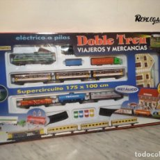 Trenes Escala: PEQUETREN DOBLE TREN VIAJEROS Y MERCANCIAS CON LUZ REF: 900 - TREN METÁLICO A PILAS (AÑOS 80). Lote 237149755