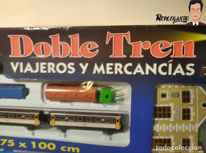 Trenes Escala: PEQUETREN DOBLE TREN VIAJEROS Y MERCANCIAS CON LUZ REF: 900 - TREN METÁLICO A PILAS (AÑOS 80) - Foto 2 - 237149755