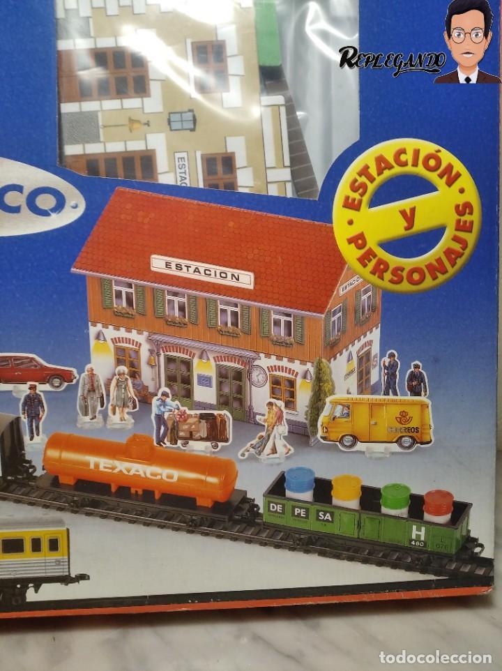 Trenes Escala: PEQUETREN DOBLE TREN VIAJEROS Y MERCANCIAS CON LUZ REF: 900 - TREN METÁLICO A PILAS (AÑOS 80) - Foto 3 - 237149755