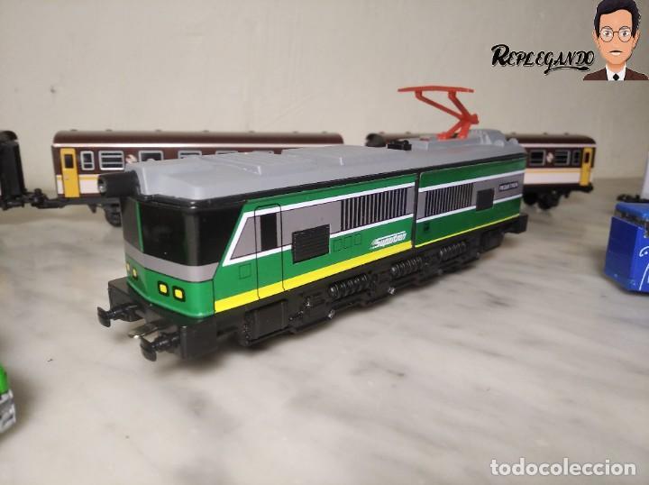 Trenes Escala: PEQUETREN DOBLE TREN VIAJEROS Y MERCANCIAS CON LUZ REF: 900 - TREN METÁLICO A PILAS (AÑOS 80) - Foto 5 - 237149755