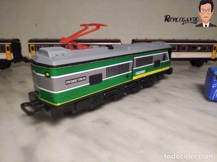 Trenes Escala: PEQUETREN DOBLE TREN VIAJEROS Y MERCANCIAS CON LUZ REF: 900 - TREN METÁLICO A PILAS (AÑOS 80) - Foto 6 - 237149755