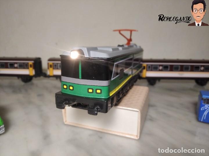 Trenes Escala: PEQUETREN DOBLE TREN VIAJEROS Y MERCANCIAS CON LUZ REF: 900 - TREN METÁLICO A PILAS (AÑOS 80) - Foto 11 - 237149755