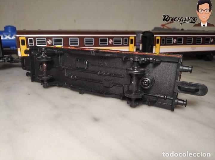 Trenes Escala: PEQUETREN DOBLE TREN VIAJEROS Y MERCANCIAS CON LUZ REF: 900 - TREN METÁLICO A PILAS (AÑOS 80) - Foto 15 - 237149755