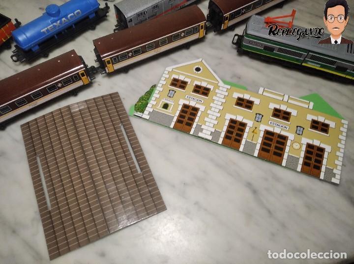 Trenes Escala: PEQUETREN DOBLE TREN VIAJEROS Y MERCANCIAS CON LUZ REF: 900 - TREN METÁLICO A PILAS (AÑOS 80) - Foto 22 - 237149755