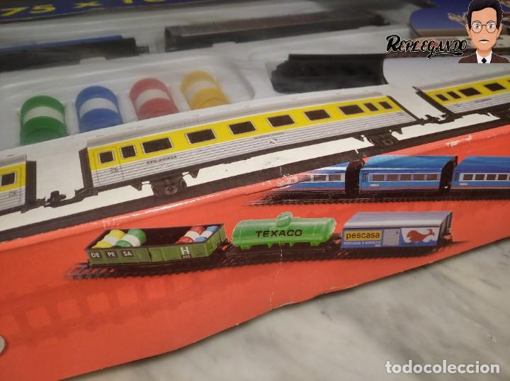 Trenes Escala: PEQUETREN DOBLE TREN VIAJEROS Y MERCANCIAS CON LUZ REF: 900 - TREN METÁLICO A PILAS (AÑOS 80) - Foto 29 - 237149755