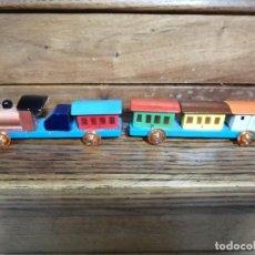 Trenes Escala: LOCOMOTORA Y VAGONES DE MADERA AÑOS 40- ESPAÑA.. Lote 240941425