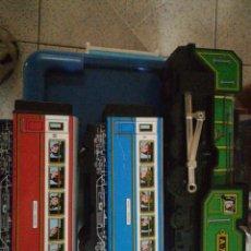 Trenes Escala: LOCOMOTORA 22 CM 2 VAGONES 15 CM HOJALATA. Lote 245948710