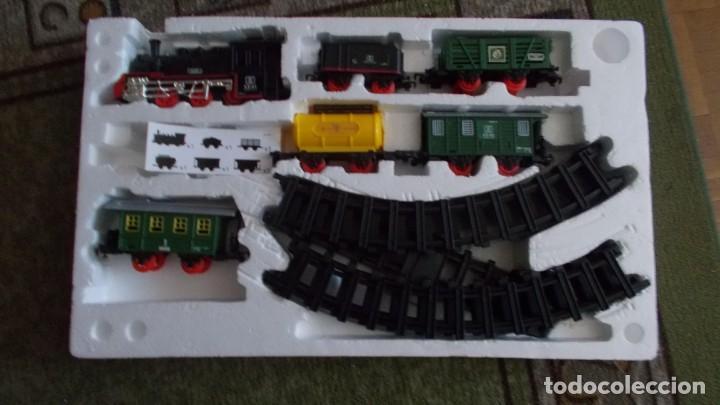 Trenes Escala: TREN CON LUZ SONIDO MARCHA ADELANTE Y ATRAS,COMPLETO Y EN SU CAJA, EL TREN COMO NUEVO - Foto 8 - 251468365