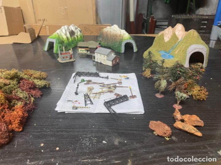 Trenes Escala: lote estacion tren Diorama ,casas túneles estación muñecos maquetas tren,ibertren? - Foto 51 - 262918250