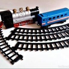 Trenes Escala: TRAMOS DE PISTA 33.CM LARGO + LOCOMOTORA 24.CM LARGO + VAGON 29.CM LARGO - PLASTICO DURO. Lote 263740920
