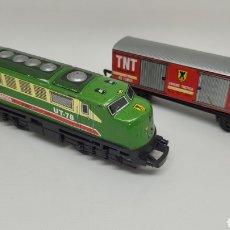 Trenes Escala: LOTE LOCOMOTORA Y VAGON TRENEX. TREN UNIDAD TACTICA TNT. MADE IN SPAIN. NO IBERTREN. NO RICO.. Lote 270091928