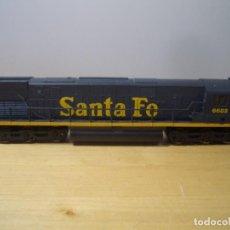 Trenes Escala: LOCOMOTORA SANTA FE 6682 FABRICADA EN YUGOSLAVIA - NO PROBADA. Lote 271877438