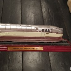 Trenes Escala: MAQUETA TREN LOCOMOTORA TREN TRAIN HENSCHEL WEGMANN 232 MAQUETA SOBRE PEANA. Lote 277165618