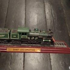 Trenes Escala: SHAY LOCOMOTIVE TREN LOCOMOTORA MAQUETA SOBRE PEANA. Lote 277166458
