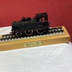 Trenes Escala: LOCOMOTORA SERIE RENFE 120-0201 ELECTROTREN, CON PEANA COMPLETA. Lote 279377598