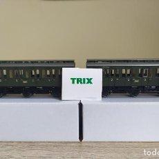 Trenes Escala: TRIX H0 2 COCHES DE VIAJEROS DE 3 EJES Y 2ª CLASE, DE LA DB, REFERENCIAS 23445 04 Y 23445 19.. Lote 288210098