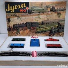 Trenes Escala: JYESA LOCOMOTORA ROJA Y VAGONES MODELO 1940 TREN FERROCARRIL ESCALA H0 FUNCIONANDO !!. Lote 288950283