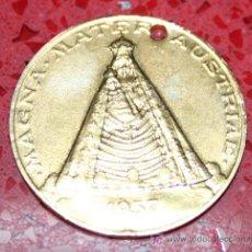 Trofeos y medallas: MEDALLA CONMEMORATIVA - BASILIKA MARIAZELL (1157-1957) - MAGNA. MATER. AUSTRIAE 1957. Lote 25980922