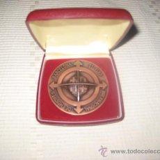 Trofeos y medallas: MONEDA CONMEMORATIVA DE BARCELONA 51 FIRA INTERNACIONALDE MOSTRES.FIRMADA ( PUYOL). Lote 27354994