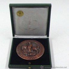 Trofeos y medallas: GREMI D'ANTIQUARIS BARCELONA I PROVINCIA, 2º EXPOSICIÓN DE ANTIQUARIOS 1977. 7,5 CM DIÁMTERO. Lote 24145548