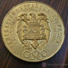 Trofeos y medallas: FEDAS FEDERACION ESPAÑOLA DE PESCA Y ACTIVIDADES SUBACUATICAS 1967 BRONCE ORO AL MERCURIO 64 GRS.. Lote 28221021
