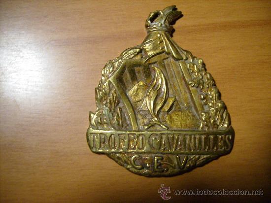CURIOSA E INTERESANTE MEDALLA TROFEO DE CAVANILLES.MEDIDAS 7 X 6 CMS. (Numismática - Medallería - Trofeos y Conmemorativas)