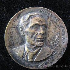 Trofeos y medallas: MEDALLA POMPEU FABRA EN RELIEVE 1968 RESTAURADOR DE LA LLENGUA CATALANA 1868-1948 DIAMETRO 5 CENT. Lote 29764589