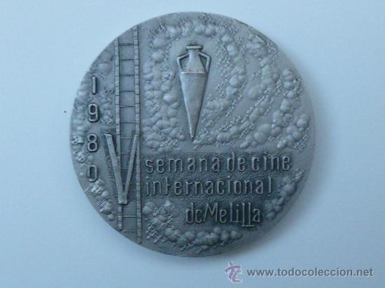 Trofeos y medallas: MEDALLA DE LA V SEMANA INTERNACIONAL DE CINE DE MELIILA AÑO 1980 - Foto 2 - 30393050