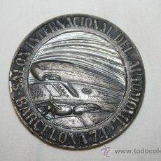 Trofeos y medallas: M-037. MEDALLA 'SALON INTERNACIONAL DEL AUTOMOVIL BARCELONA 1974' EN METAL PLATEADO. Lote 32238130