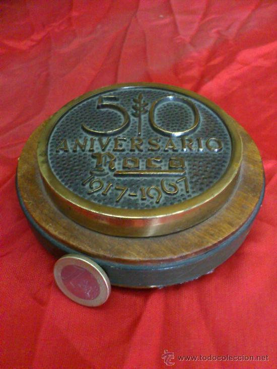 Trofeos y medallas: PISAPAPELES DEL 50 ANIVERSARIO DE LA COMPAÑIA ROCA, BARCELONA. 1917-1967 - Foto 2 - 32826198