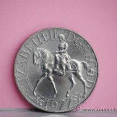 Trofeos y medallas: GRAN MEDALLA CONMEMORATIVA ELIZABETH II REINA DE INGLATERRA AÑO 1977. Lote 154467072