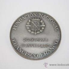 Trofeos y medallas: MEDALLA CONMEMORATIVA DEL TERCER ANIVERSARIO DE LA MUERTE DE FRANCO. PLATA. EDICIÓN NUMERADA. 1978. Lote 37781091