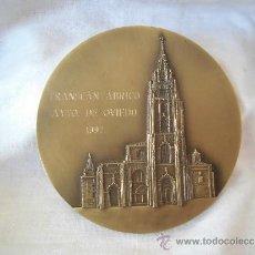 Trofeos y medallas: OVIEDO MEDALLA CONMEMORATIVA TRANSCANTABRICO 1992. Lote 38195489