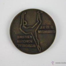 Trofeos y medallas: M-107. MEDALLA EN BRONCE MEMORIAL JOAQUIM BLUME. GIMNASIA 8-12-1985.. Lote 39969392