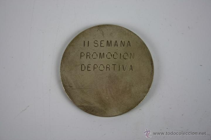 Trofeos y medallas: M-123. MEDALLA ENMETAL PLATEADO. II SEMANA PROMOCION DEPORTIVA. - Foto 2 - 39970296