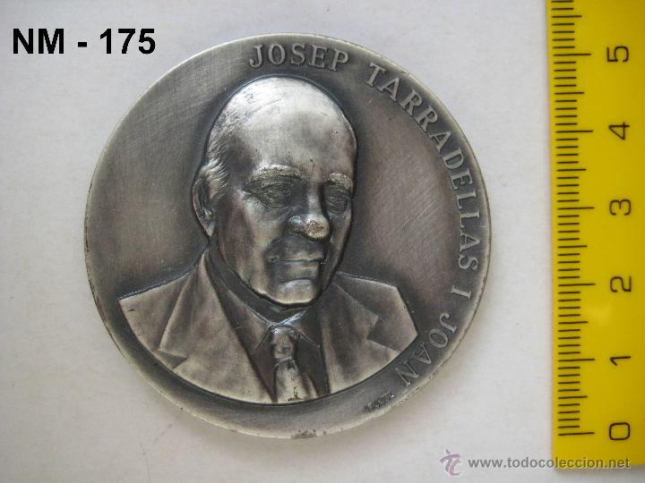 Trofeos y medallas: MEDALLA CONMEMORATIVA DE LA ENTREGA DE LA MEDALLA DE ORO DE BARCELONA A JOSEP TARRADELLAS 1987. - Foto 2 - 39991711