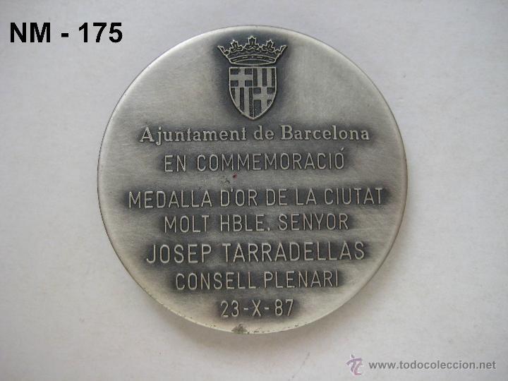 Trofeos y medallas: MEDALLA CONMEMORATIVA DE LA ENTREGA DE LA MEDALLA DE ORO DE BARCELONA A JOSEP TARRADELLAS 1987. - Foto 3 - 39991711
