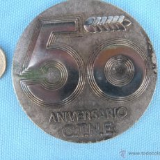 Trofeos y medallas: MEDALLA, PISAPAPELES 50 ANIVERSARIO DE CNTE TELEFÓNICA. Lote 40842643