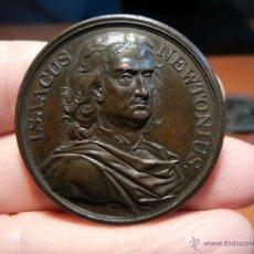 Trofeos y medallas: MEDALLA INGLESA CONMEMORATIVA. ISAACUS NEWTONIUS. MEDALLA DEL SIGLO XIX.. Lote 41487858