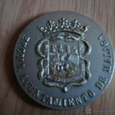 Trofeos y medallas: MEDALLA CONMEMORATIVA AYUNTAMIENTO DE MALAGA. 5 CM DE DIAMETRO. Lote 42151386
