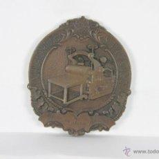 Trofeos y medallas: M-272. MEDALLA EN BRONCE DE FABRICA DE CARTONES HIJOS DE JUAN ROQUETA. SAN ADRIAN DEL BESOS.1955.. Lote 42592791