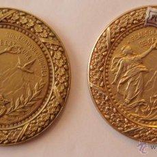 Trofeos y medallas: 2 MEDALLAS FIRMADA POR J. MUNTAÑOLA REAL SOCIEDAD DE COLOMBOFILA DE CATALUYA EN PLATA Y COBRE. Lote 42723578