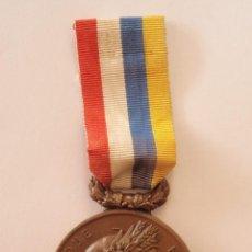 Trofeos y medallas: MEDALLA REPUBLIQUE FRANÇAISE UNIFAS CON CINTA COBRE 50 MM . Lote 42879911