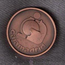 Trofeos y medallas: CAJA DE AHORROS Y MONTE DE PIEDAD DE MADRID. BARCELONA 1702 -1982. CAJAMADRID. MEDALLA.. Lote 43052442