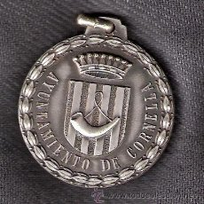 Trofeos y medallas: AYUNTAMIENTO DE CORNELLÁ. MEDALLA.. Lote 43054486
