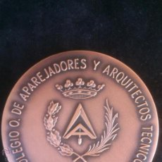 Trofeos y medallas: COLEGIO DE APAREJADORES Y ARQUITECTOS TECNICOS. Lote 43392052