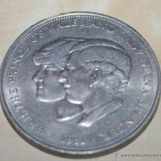 Trofeos y medallas: MONEDA/MEDALLA CONMEMORATIVA PRINCE OF WALES AND LADY DIANA - 1981. Lote 44465707