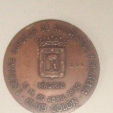 Trofeos y medallas: MEDALLA CONMEMORATIVA DE LA I SEMANA POPULAR DE NUMISMÁTICA Y FILATELIA.CLUB COLÓN, MADRID, 1980. Lote 45677604