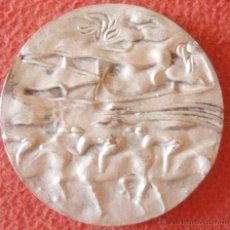 Trofeos y medallas: MEDALLA DE HONOR EDUCACION FISICA Y DEPORTES PARA TODOS 1975 COBRE PLATEADO VALLMITJANA 80MM. Lote 46147392